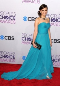 Rachael-Leigh-Cook-Dress-PCA-2013-People's-Choice-Awards-Red-Carpet-Wearing-Oliver-Tolentino-4-300x431
